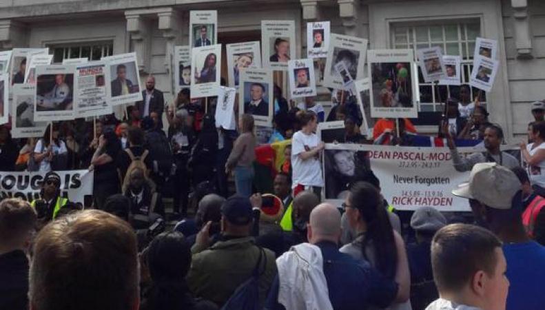 По Лондону прошла демонстрация протеста против всплеска уличного насилия фото:standard.co.uk