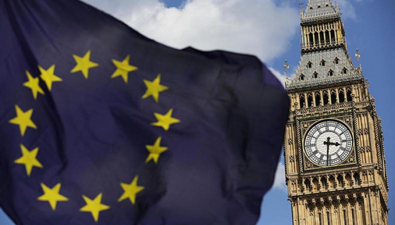 Сотни граждан ЕС по ошибке получили уведомления о депортации из Британии