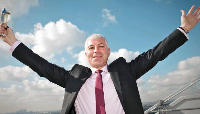 Двукратный победитель Euromillions наказан за строительство жилья для нелегалов фото:times.co.uk