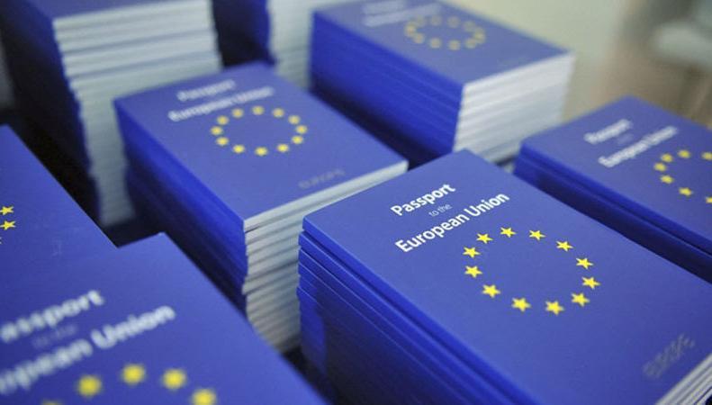 Жители Великобритании подписали петицию с просьбой о европейских паспортах фото:change.org