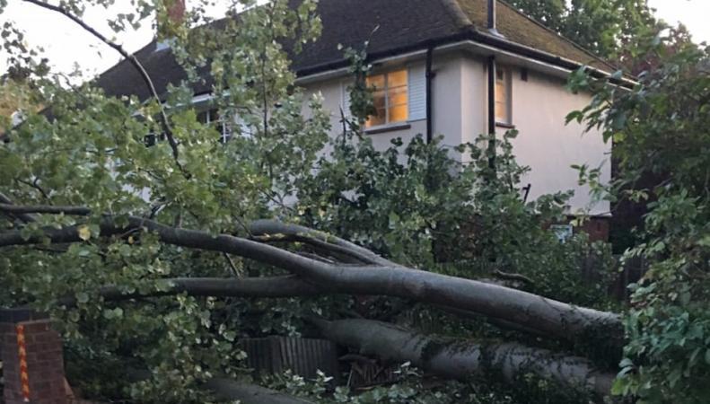 Последствия шторма Aileen: города Англии и Уэльса остались без света