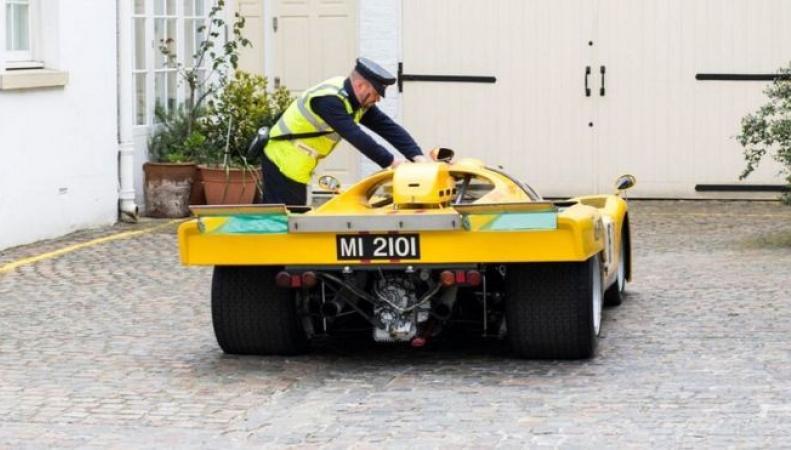 В Лондоне за неправильную парковку оштрафован редчайший  автомобиль фото:bbc.com
