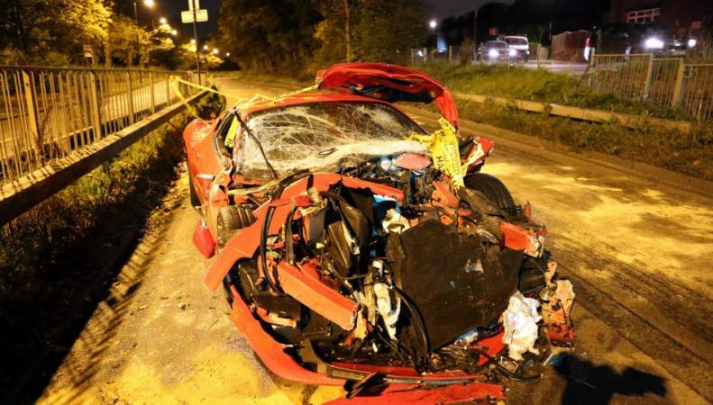 Ferrari столкнулся с семью машинами в Кройдоне