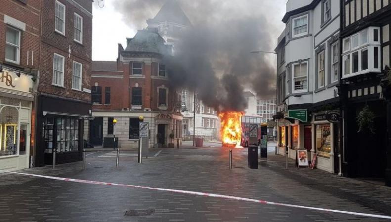 Встолице Англии вспыхнул двухъярусный автобус
