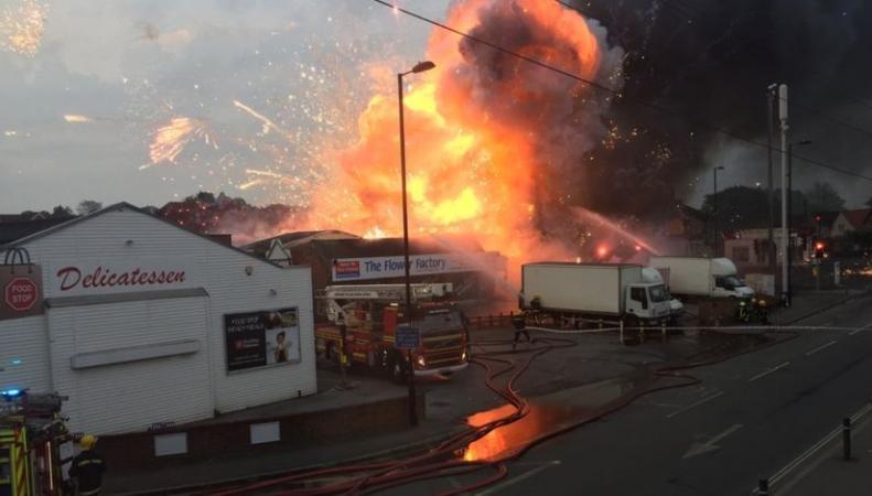 Сильнейший пожар случился на складе фейерверков в Саутгемптоне  фото:bbc.com