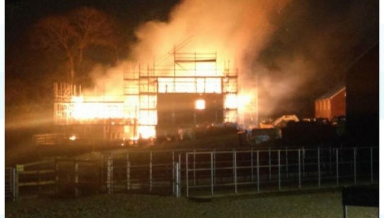 В Гэмпшире полностью сгорел квартал строящихся домов