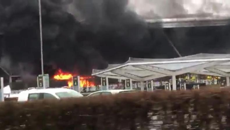 В аэропорту Станстед проведена эвакуация из-за загоревшегося автобуса