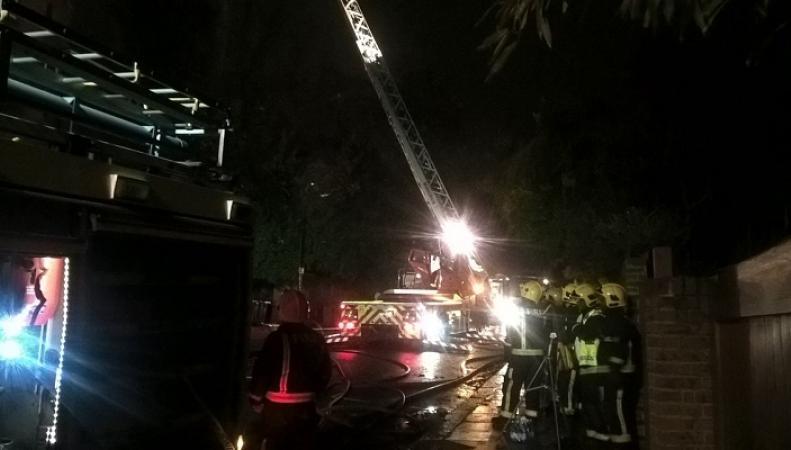 Около 60 пожарных сражались с огнем в жилом доме в  Лондоне