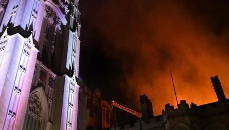 В Бристоле горит здание университета