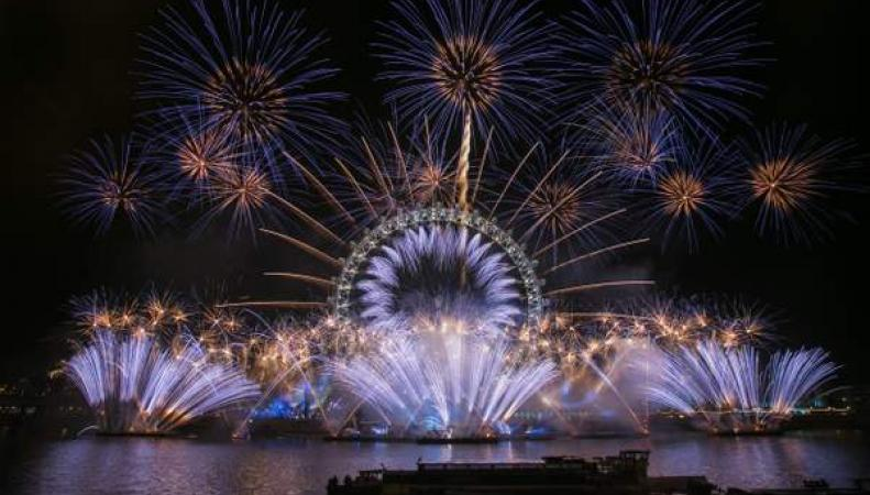 Лондон встретил 2019 год грандиозным фейерверком на Темзе