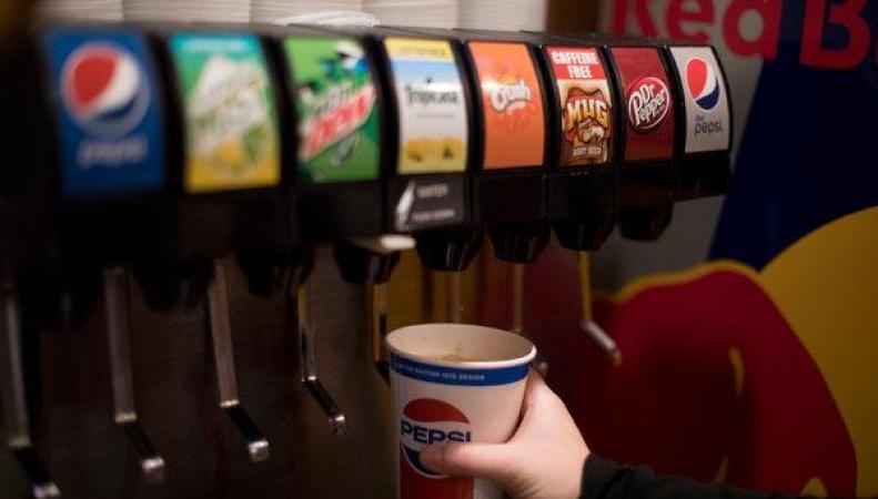 Зависимость детского ожирения от сладких напитков не очевидна, - британские ученые