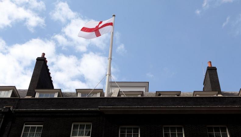 Над резиденцией британского премьер-министра поменяли флаг