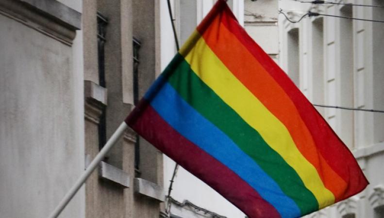Джонсон снял запрет на вывешивание флага ЛГБТ-сообщества на посольствах и консульствах фото:itv