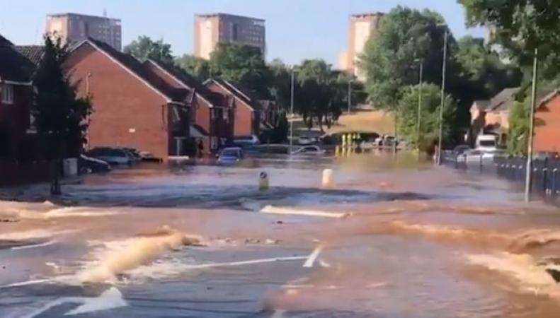 Район Бирмингема ушел под воду из-за крупной коммунальной аварии