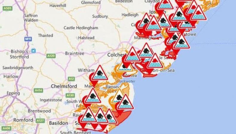 Шторм в Британии: проблемы на дорогах и чрезвычайная ситуация на восточном побережье фото:bbc