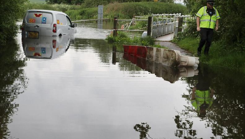 Проливные дожди спровоцировали локальные подтопления по всей Британии фото:dailymail