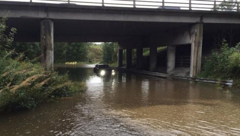 Города Большого Манчестера затопило ливневым паводком фото:bbc