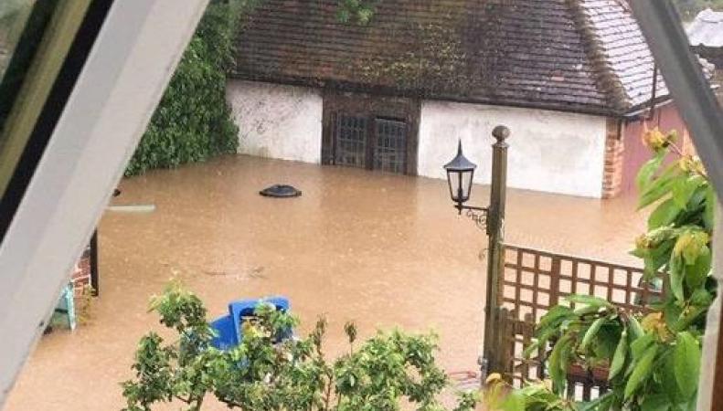Наводнение на юго-востоке Великобритании: Кент ушел под воду