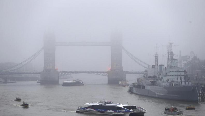 Лондонские аэропорты объявили о задержке и отмене рейсов из-за сильного тумана фото:standard.co.uk