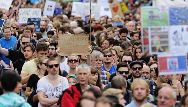 В Великобритании началась общенациональная акция протеста против Брекзита фото:independent