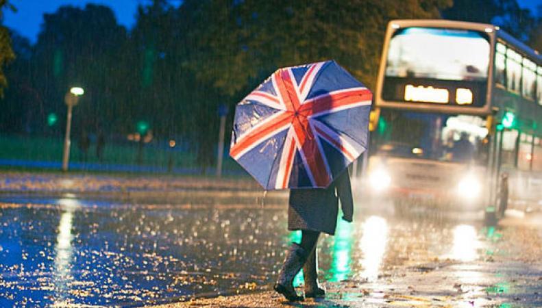Англию зацепило «хвостом» урагана Gaston фото:express.co.uk