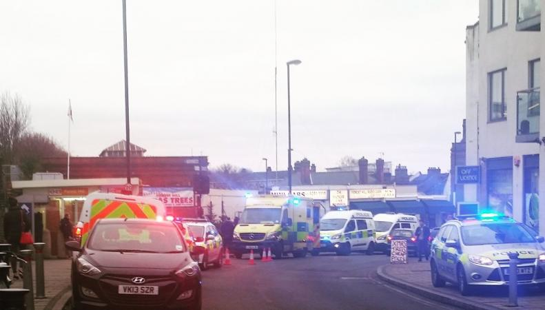 Нападение в Форест Хилл: мужчина в поезде «хотел убить мусульманина» фото:twitter