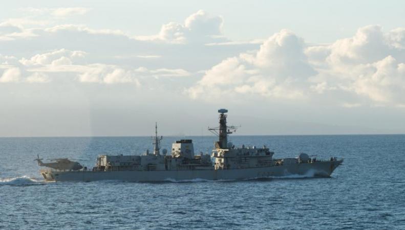 Корабль британских ВМС отправлен на перехват российских военных кораблей