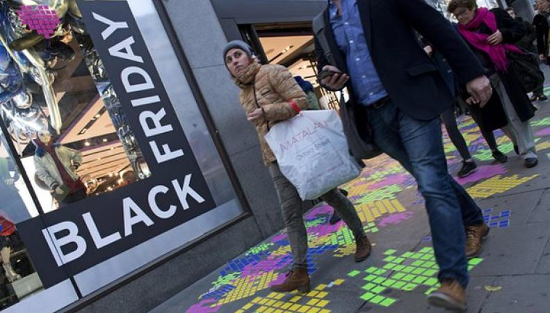 Британцы потратят миллиард фунтов стерлингов на онлайн-распродажах Черной Пятницы фото theguardian.com