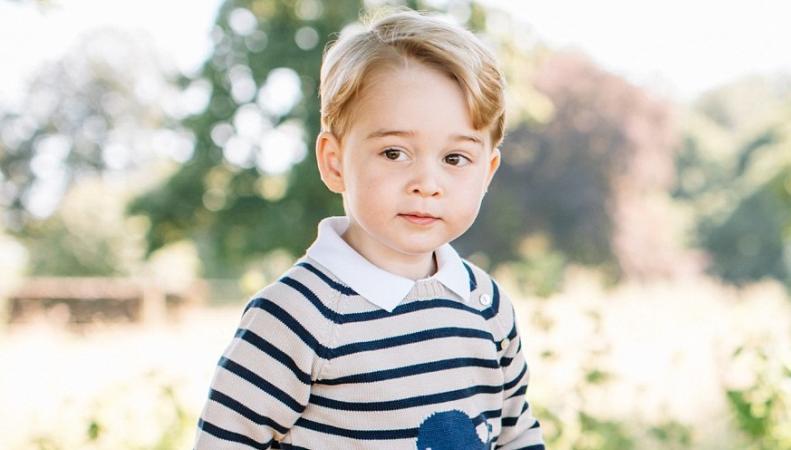Герцогиня Кейт поделилась новыми фотографиями принца Джорджа в день его трехлетия фото:twitter