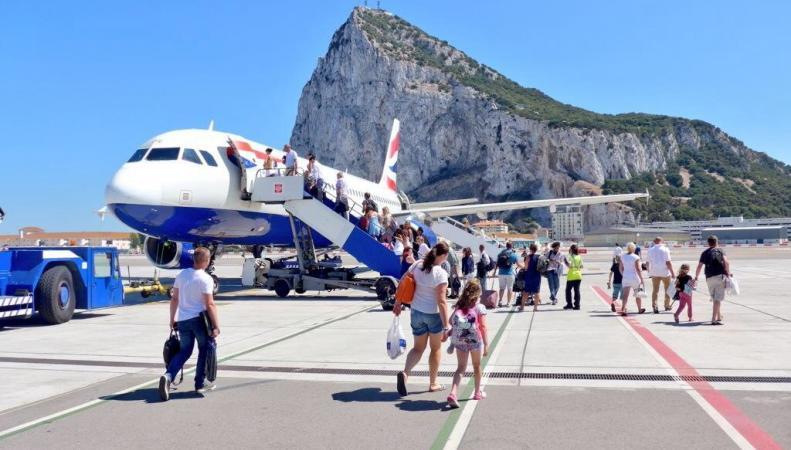Испанский самолет нарушил границу Британских Заморских территорий фото:andalucia.com