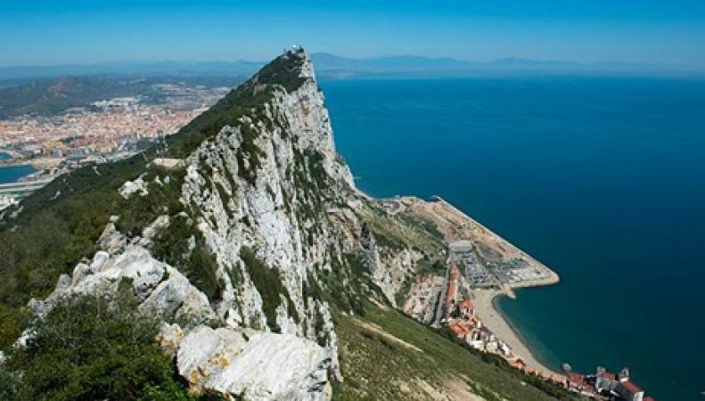 Испания испытывает терпение Великобритании, отправляя военные корабли в воды Гибралтара фото:LLB