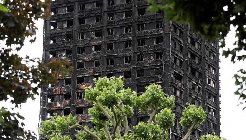 Правительство отказалось от амнистии нелегалов-погорельцев из Grenfell Tower фото:independent