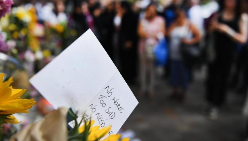 В Великобритании пройдет национальная минута молчания по погибшим в лондонском пожаре фото:standard.co.uk