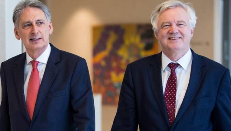 Хэммонд и Дэвис попросили чиновников ЕС не препятствовать двусторонней торговле