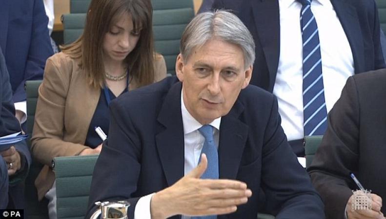 Назначена дата первого раунда переговоров с ЕС о судьбе европейских мигрантов фото:dailymail.co.uk