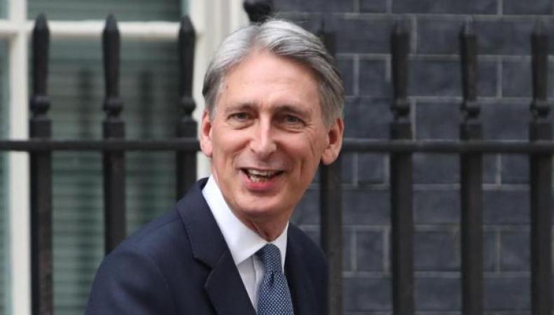 Чрезвычайного бюджета не будет,  - Филипп Хэммонд  фото:bt.com