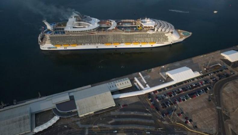 Самый большой круизный лайнер  в мире прибыл в Саутгемптон фото:bbc.com