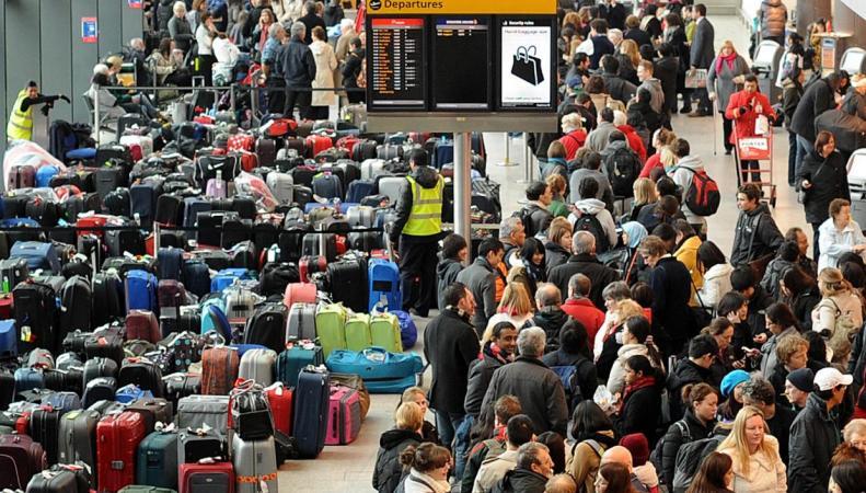 Компенсация за задержку рейсов полагается миллиону британских авиапассажиров фото:theguardian.com