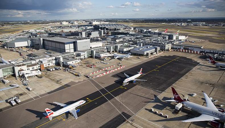 Взлетная полоса аэропорта Хитроу закрылась более чем на час из-за дрона