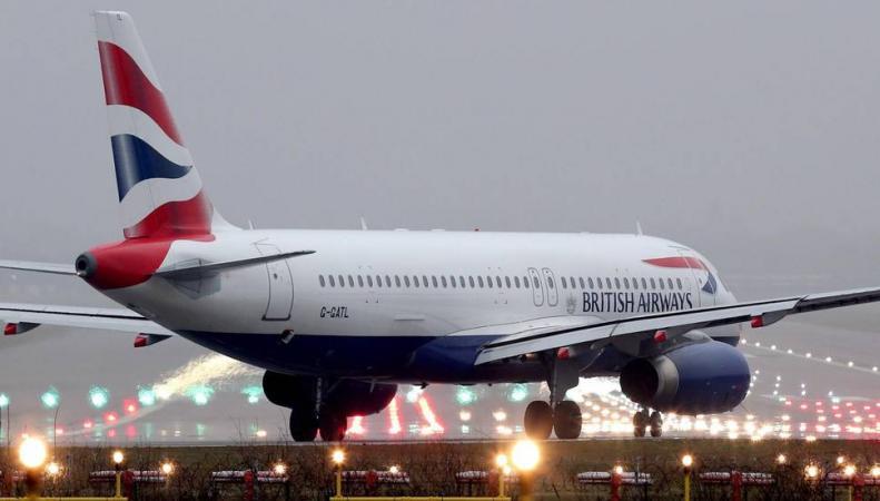 British Airways снизила цены на дальние перелеты без багажа