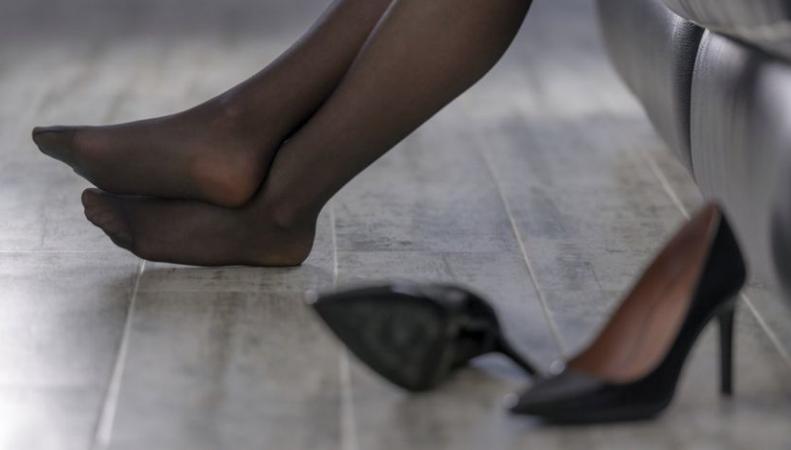 Британские женщины поборются за право не носить высокие каблуки фото:bbc.com