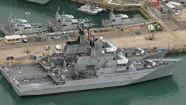 Военный корабль Великобритании выведен в Ла-Манш для борьбы с нелегалами