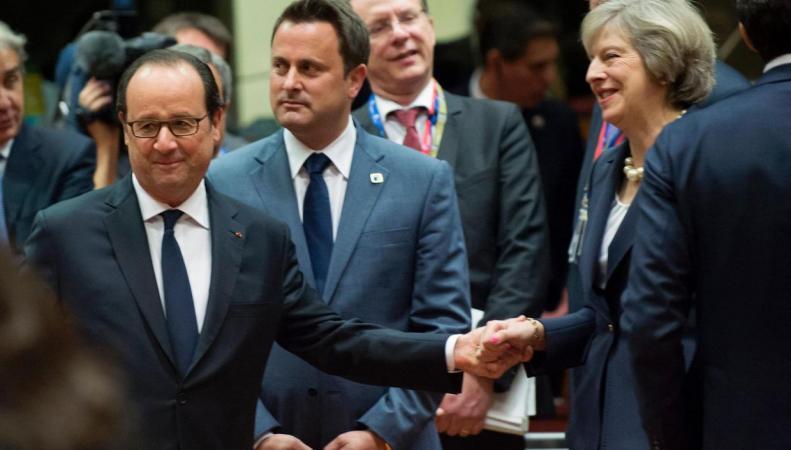 Евросоюз потребовал вести переговоры по Brexit в Париже и на французском языке фото:independent.co.uk
