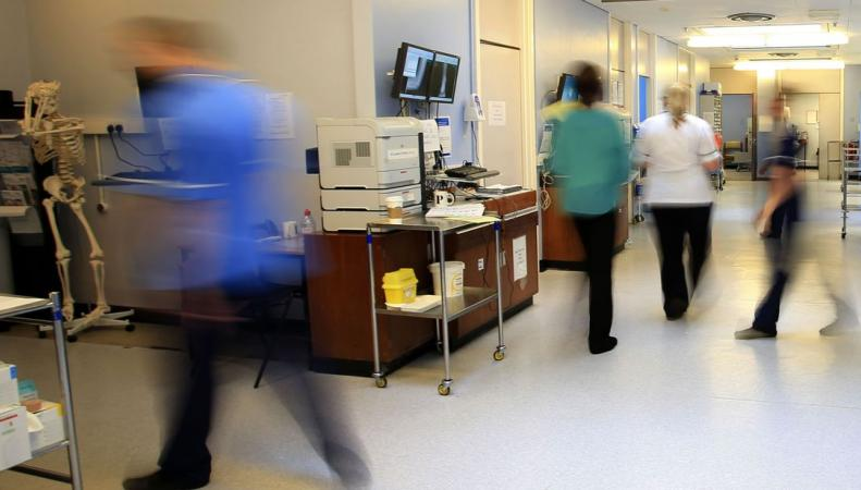 Британские государственные больницы получили посылки с подозрительной жидкостью