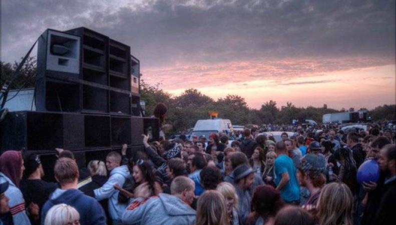 Фанаты клубной культуры проведут нелегальные рейвы в знак протеста против закрытия «Фабрики» фото:standard.co.uk