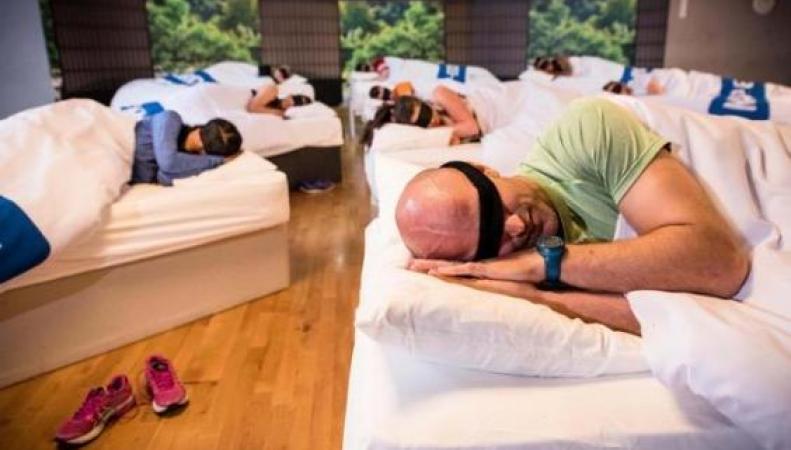 Клиенты популярного фитнес-клуба в Кенте упражняются в здоровом дневном сне фото:independent