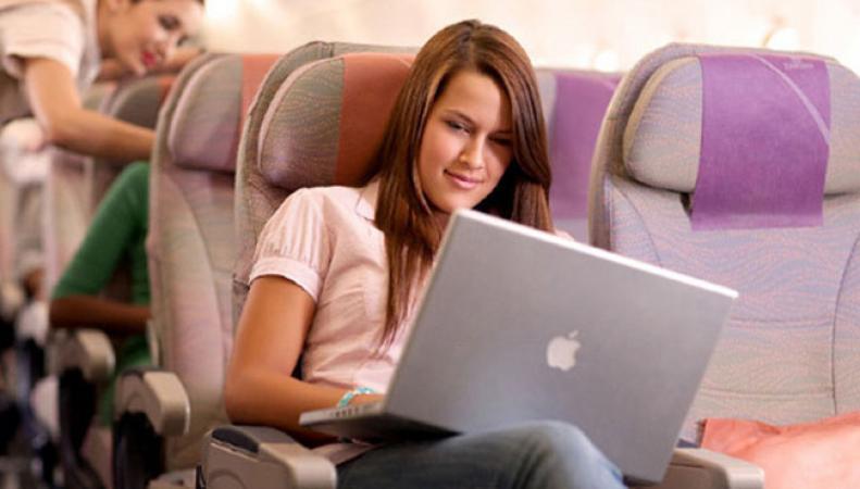 Великобритания запретит брать ноутбуки на борт самолета