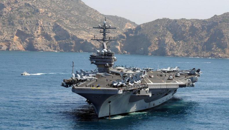 Крупнейший авианосец США вошел в британские воды фото:dailyecho