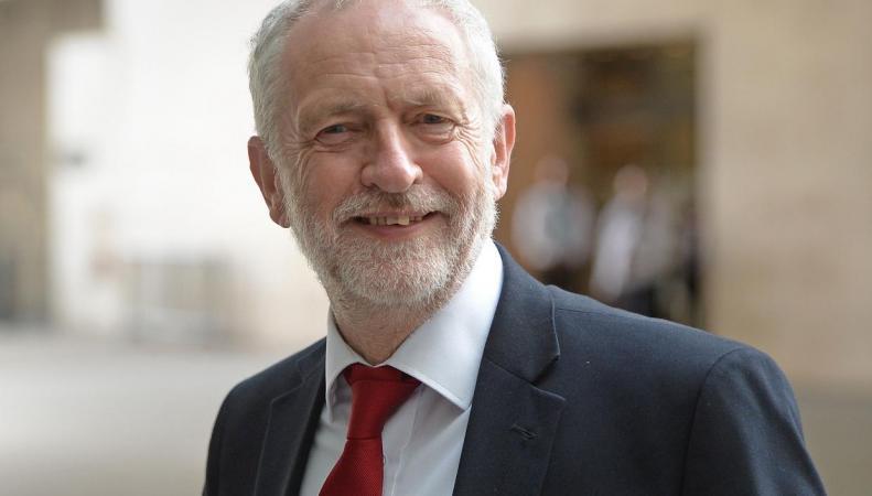 Лейбористы пообещали повысить минимальную ставку оплаты труда для молодежи фото:independent