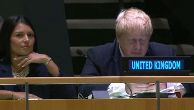 Бориса Джонсона застукали за игрой в телефон на Генеральной Ассамблее ООН фото:dailymail.co.uk